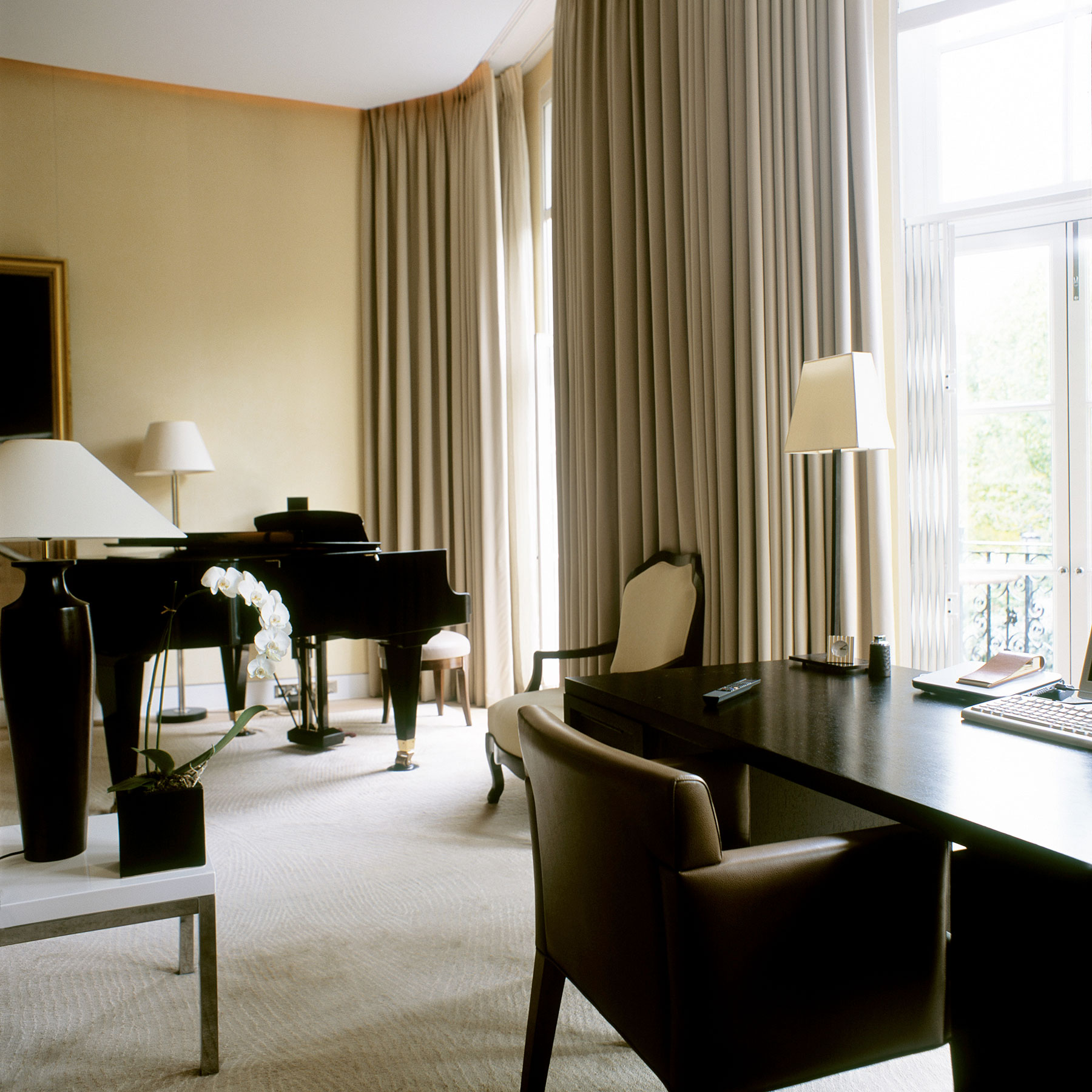 35 Modern Interior Design Ideas Incorporating Columns Into: Interior Design Company Work In Cadogan Square, London