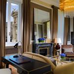 Ambassador suite in grand London hotel