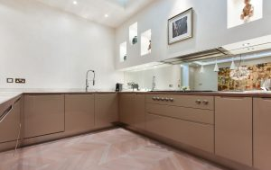 Contemporary kitchen with alcoves for decoration