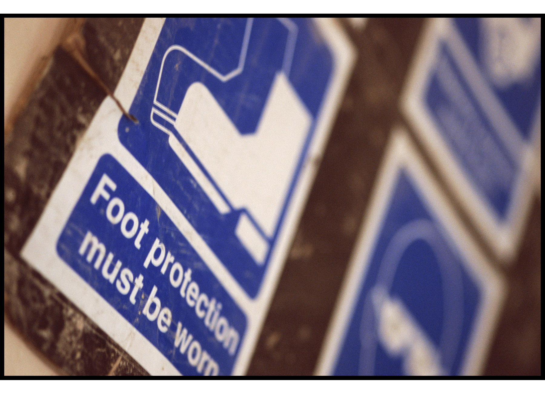 Construction site foot protection sign