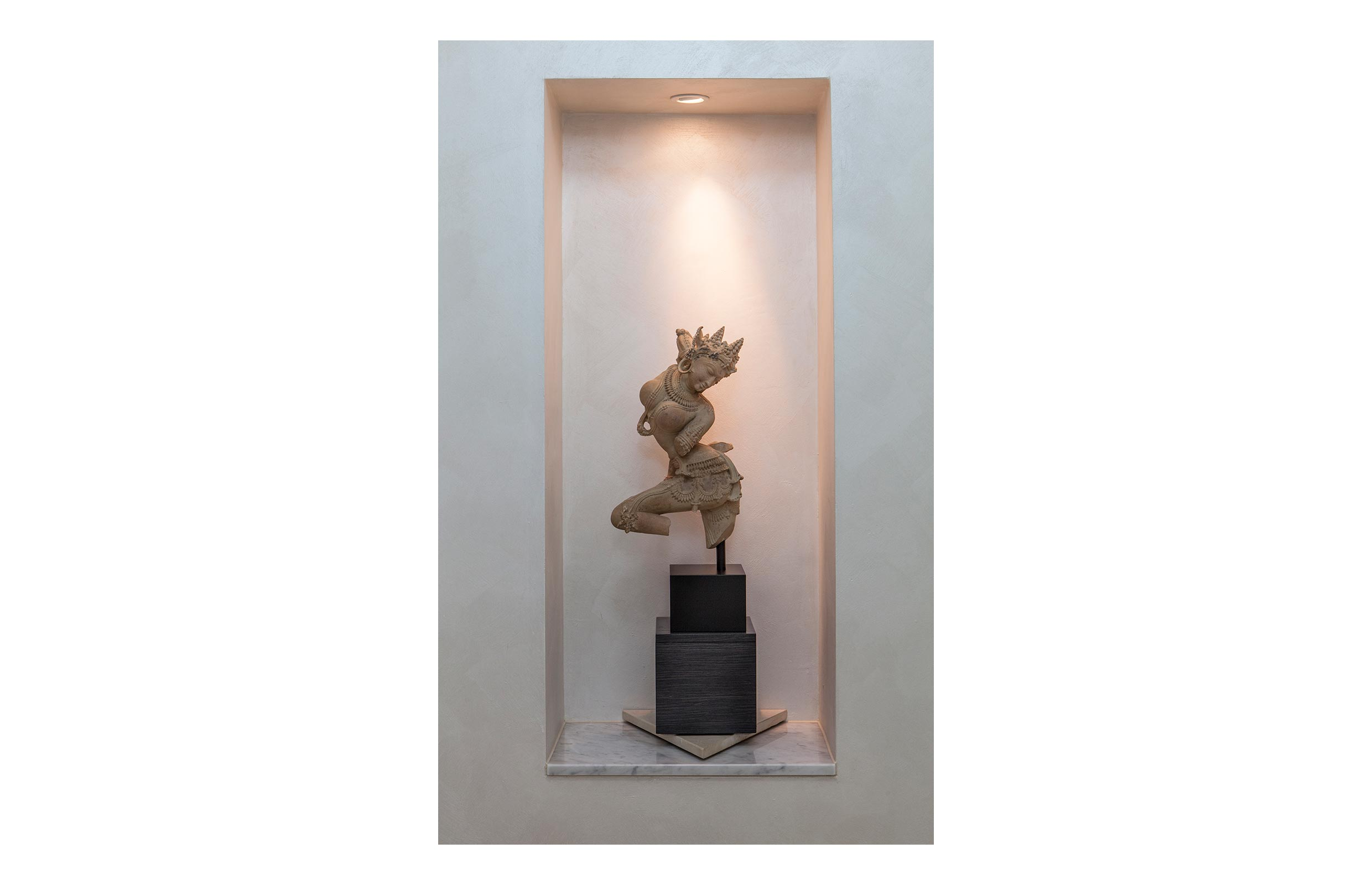 white modern statue with border